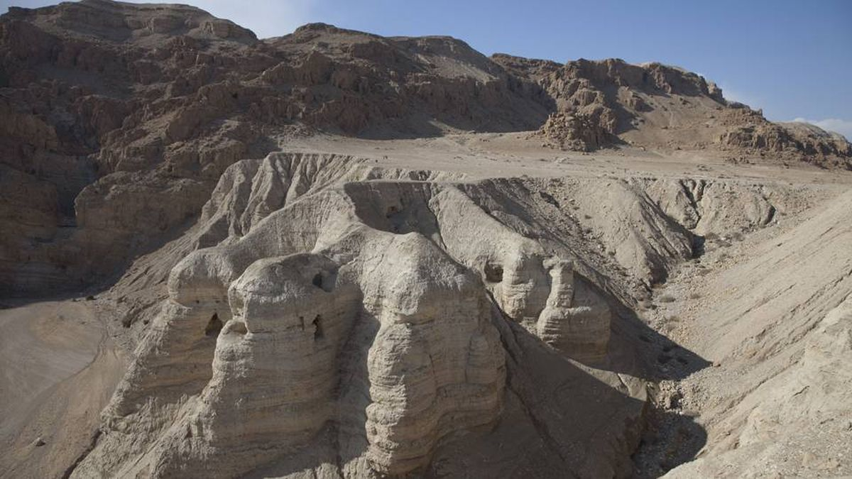 Caves in Qumran